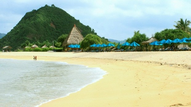 paket liburan pantai kuta lombok