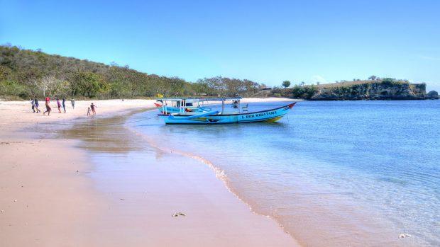 Pantai Pink Lombok menjadi pantai terbaik dunia