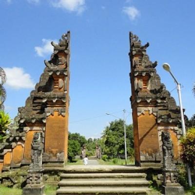 Paket Tour ke Pura Lingsar Lombok