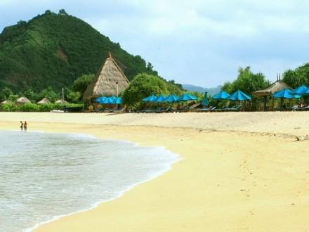 Objek Wisata Pantai Kuta di Lombok
