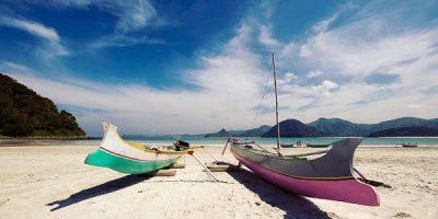 Pantai Selong Belanak Lombok via wisatadilombok.com